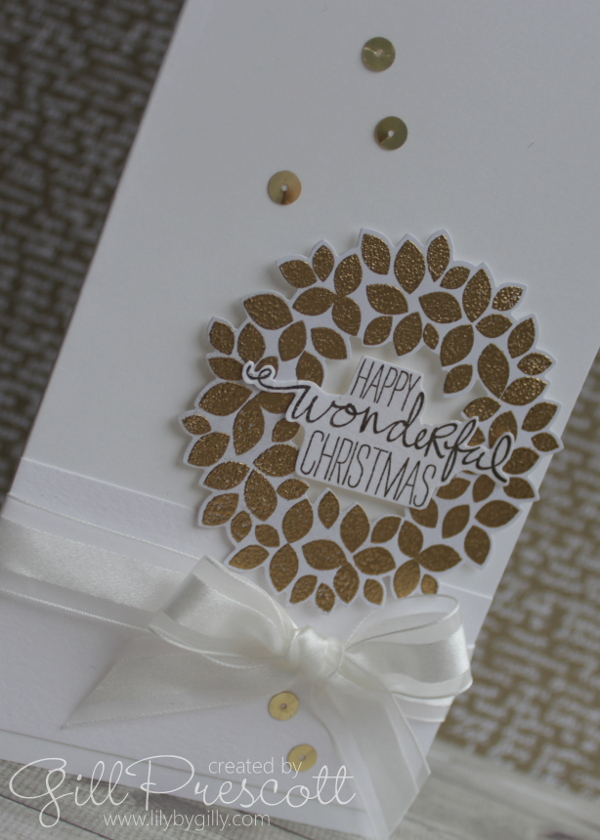 White and gold wreath Christmas card l